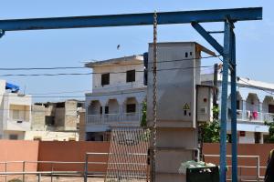 Visite des ouvrages et réalisations de l'ONAS à la Station d'épuration de Cambérène, au chantier de la partie terrestre de l'émissaire en mer, à l'unité 15 des Parcelles assainies, à Pikine Est, à Pikine Nord et à Guédiawaye